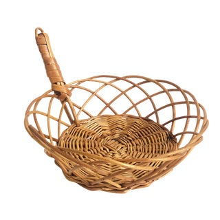 Vintage Round Woven Rattan Tray With Handle For Sale