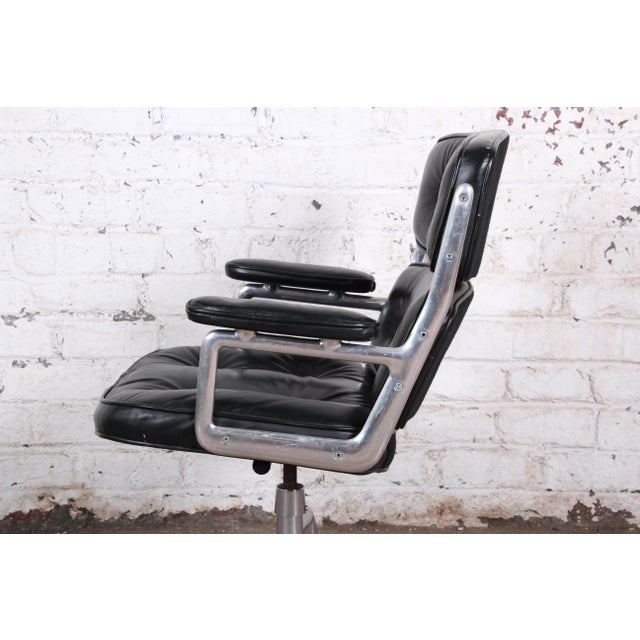 Herman Miller Charles Eames for Herman Miller Time Life Executive Chair For Sale - Image 4 of 9