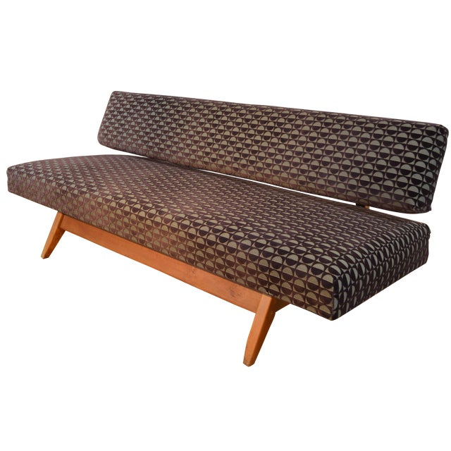 Knoll-Style Daybed in Geometric Cut Velvet - Image 1 of 7