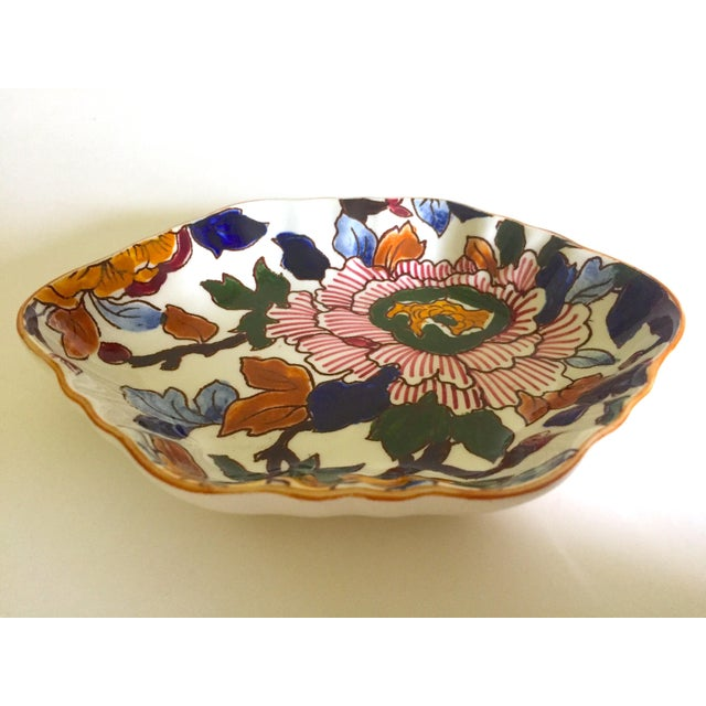 Gien France Rare Vintage 1985 Faience Ruffle Edge Small Hand Painted Floral Ceramic Dish For Sale - Image 10 of 13
