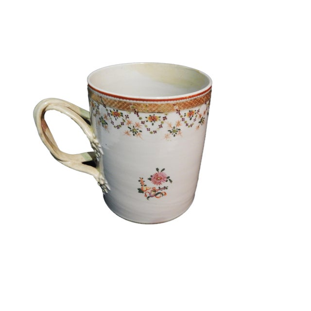 Superb 18th century Chinese export porcelain tankard mug decorated with delicate flowers gold rim ,old restoration and...