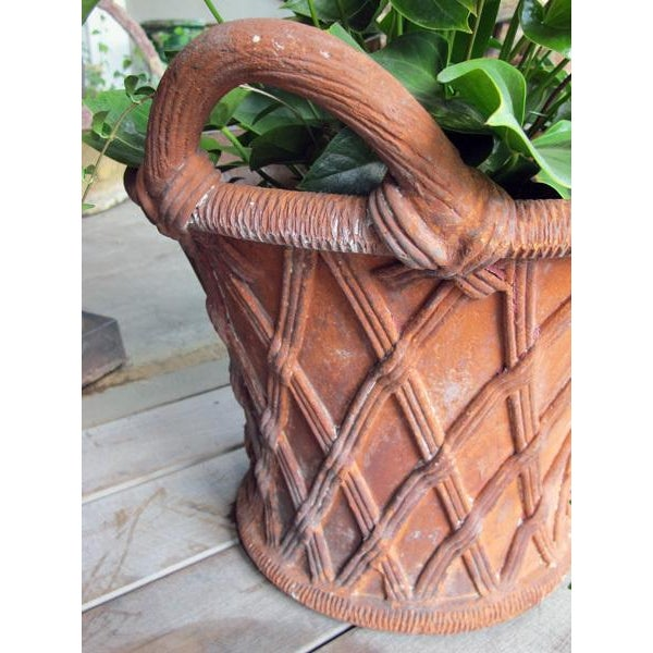 English Traditional A Large-Scaled English Terracotta Basket Weave Garden Urn For Sale - Image 3 of 4