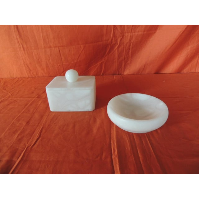 Late 20th Century Set of Covered Box and Round Dish Italian Alabaster Decorative Accessories For Sale - Image 5 of 5