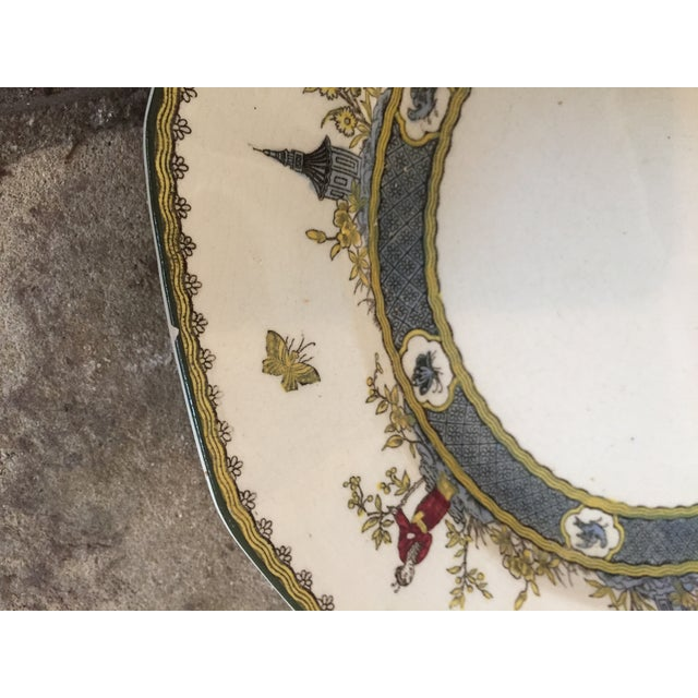 """Early 20th Century Royal Doulton Chinoiserie """"Mandarin"""" Pattern Platter and Dinner Plate Set - 2 Pc. For Sale - Image 5 of 13"""