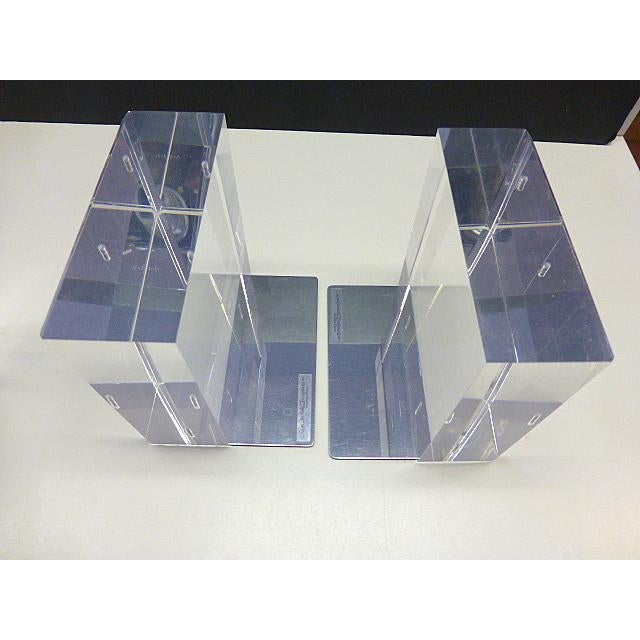 Wonderful pair of 2 vintage 1977 designer R. Lindahl designs, Winnetka, Illinois, lucite clear bookends. Thick and heavy...