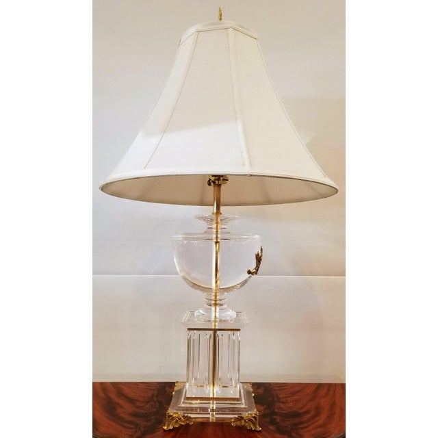 Neoclassic Greek Revival Lucite and Gilt Table Lamp With Sphinx and Lyre For Sale - Image 4 of 10
