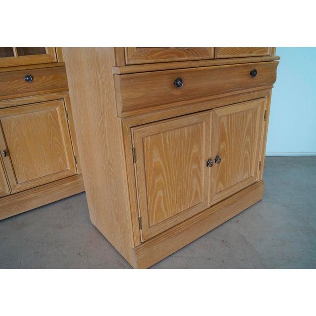 1980s Hollywood Regency Bernhardt Display Cabinet For Sale - Image 9 of 12