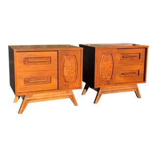 Pair of Mid-Century Modern Walnut Nightstands For Sale