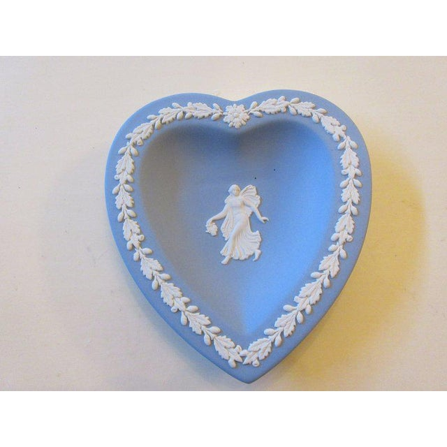 Wedgwood Jasperware Blue and White England Wedgewood Miniature Heart Flower Girl Tray Antique For Sale - Image 11 of 11
