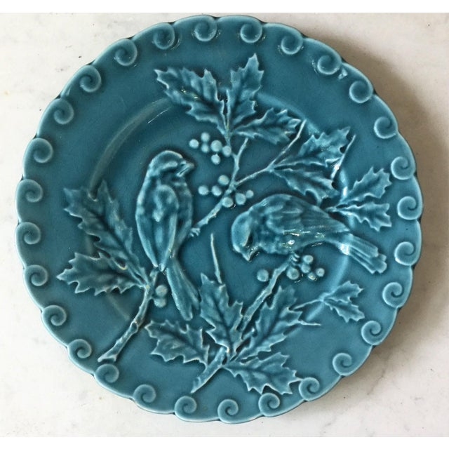 Late 19th Century 1880 Antique Majolica Sarreguemines Blue Birds With Holly Plate For Sale - Image 5 of 5
