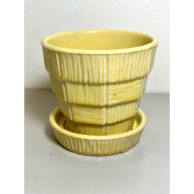 "McCoy Pottery Small ""Yellow"" Mid-Century Flowerpot and Saucer For Sale In Los Angeles - Image 6 of 6"