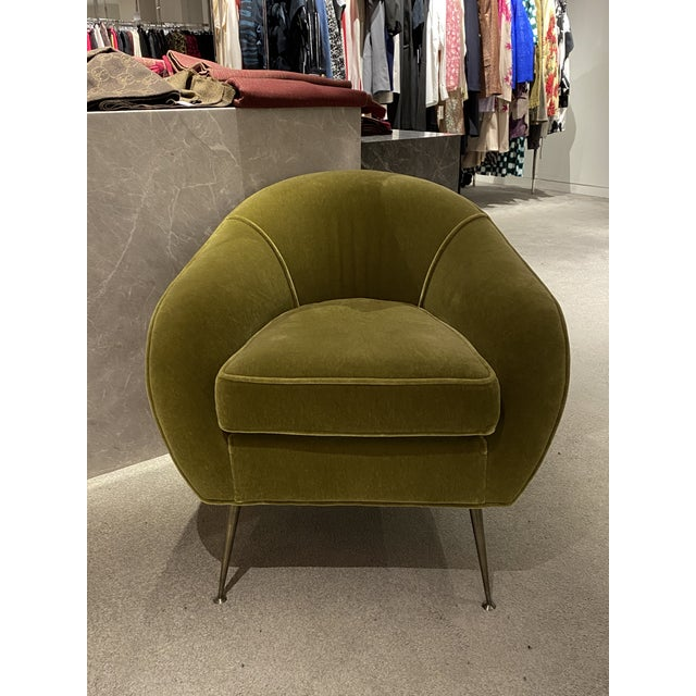 Beautiful mid Century modern chairs with beautiful green mohair upholstery. Brushed brass feet. In good condition. 4...