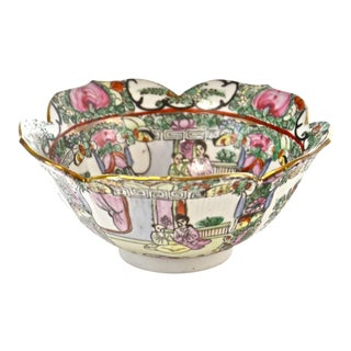 Early 20th Century Hand-Painted Famille Rose Bowl For Sale