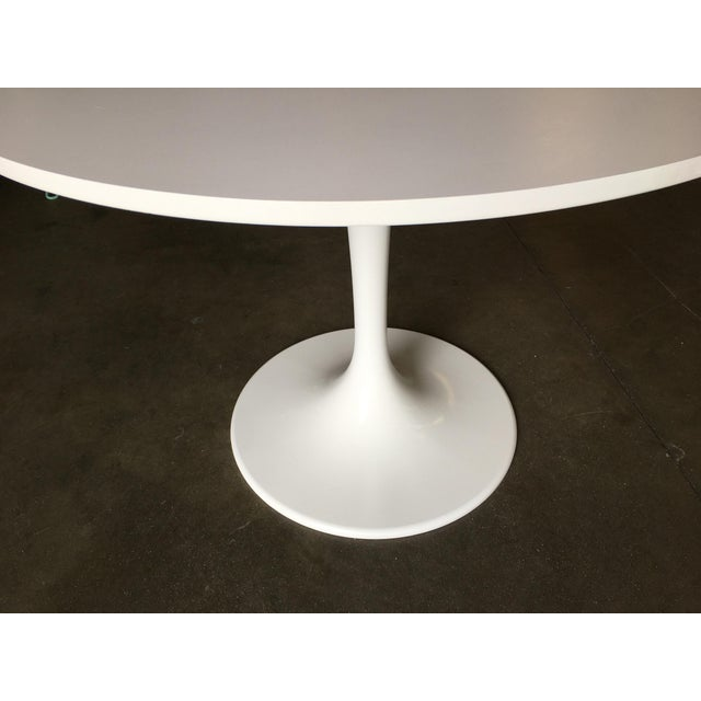 """Knoll 41.5"""" Round Tulip Dining Table Designed by Eero Saarinen for Knoll For Sale - Image 4 of 8"""