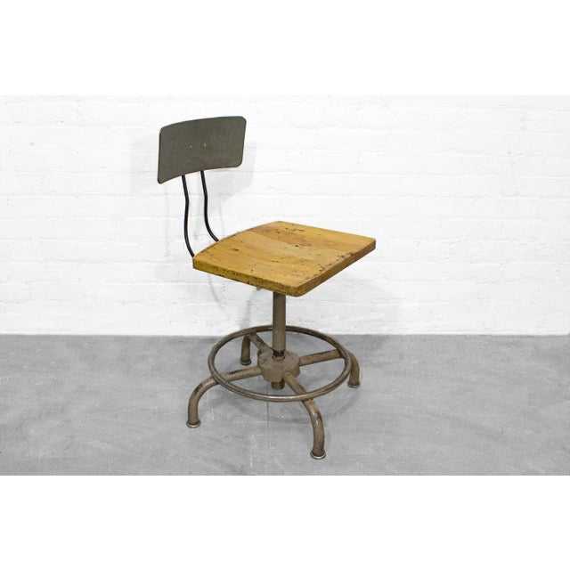 Industrial 1940s Adjusto Equipment Industrial Stools - Set of 4 For Sale - Image 3 of 6