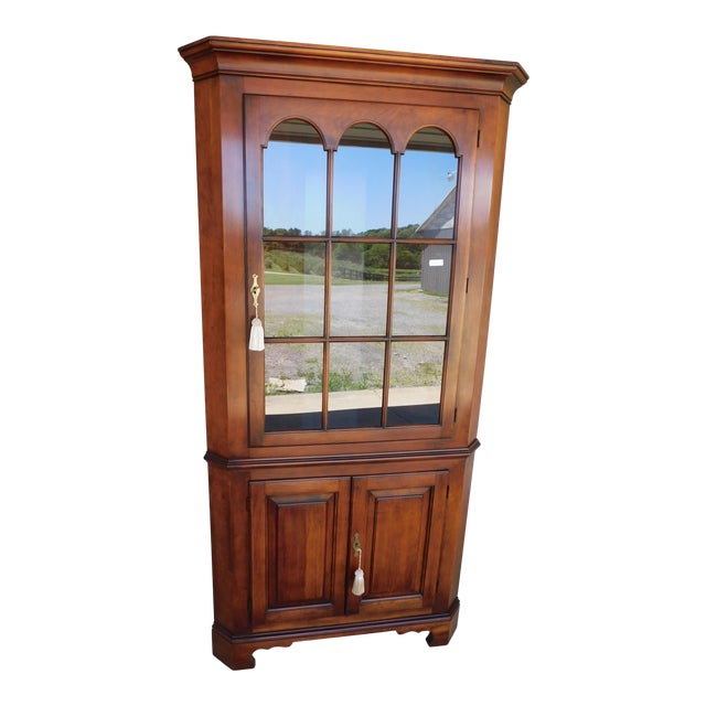 Statton Old Towne Chippendale Style Cherry Corner Cabinet For Sale