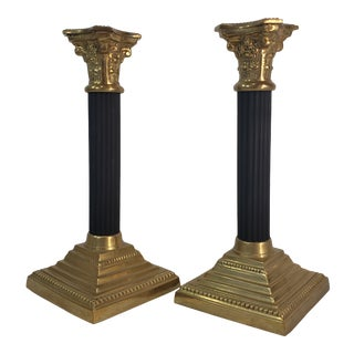 Mid Century Neoclassical Black Gold Brass Corinthian Column Candlestick Holders - a Pair For Sale