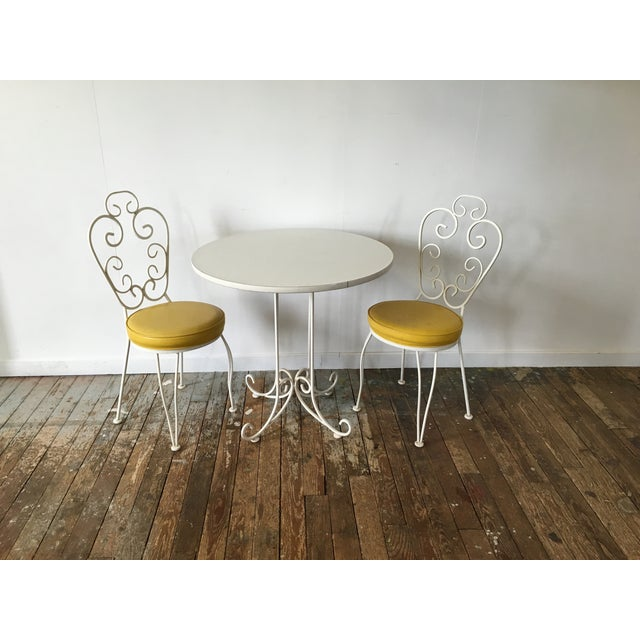 A simply darling white and yellow bistro set! I love the white scroll design and pop of color on the seats. Overall nice...