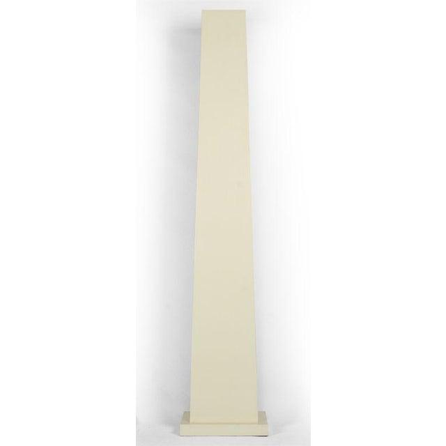 Ivory Lacquered Backlit Obelisk Pedestal For Sale - Image 4 of 4