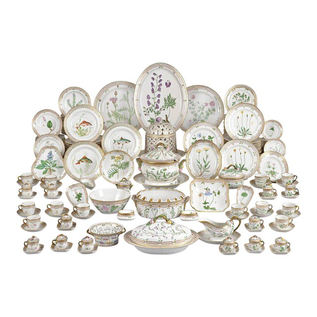 143 Piece Flora Danica Porcelain Dinner Service by Royal Copenhag For Sale