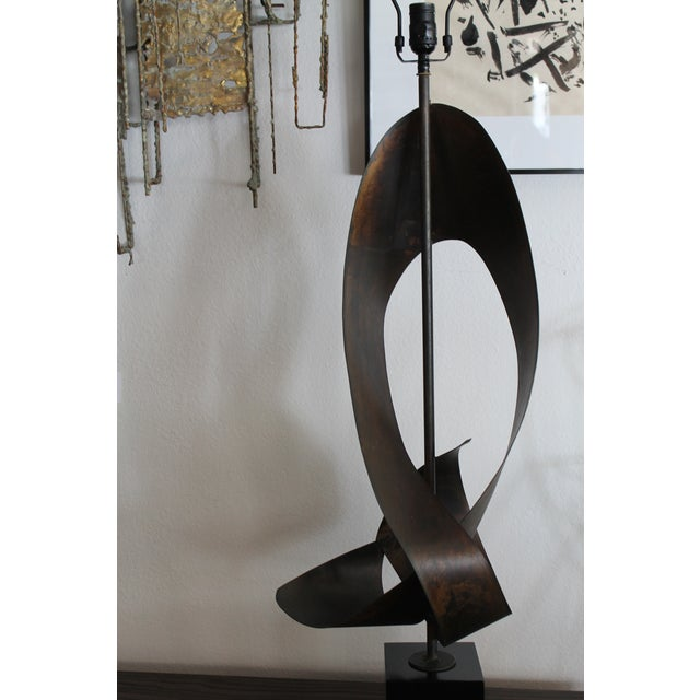 Mid-Century Modern Brutalist Ribbon Cut Lamp by Richard Barr and Harold Weiss for Laurel For Sale - Image 3 of 10