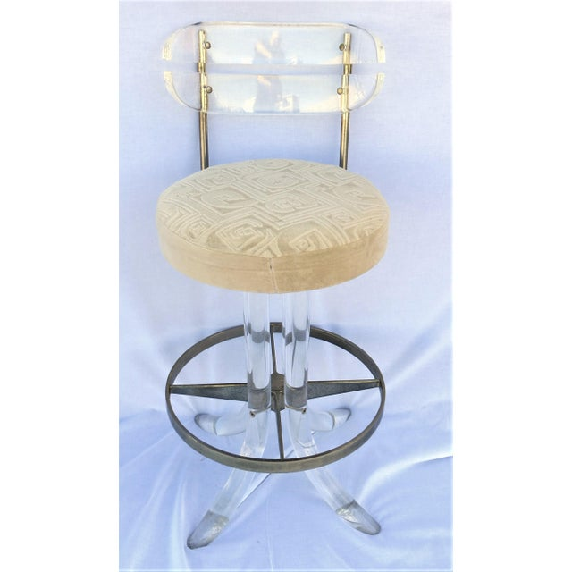 Hollywood Regency Vintage 1970's Hill Manufacturing Acrylic Bar Stools - Set of 4 For Sale - Image 3 of 13