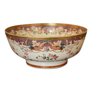 18th Century Chinese Export Bowl For Sale