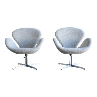 Arne Jacobsen Swan Chairs for Fritz Hansen, 1960 - a Pair For Sale