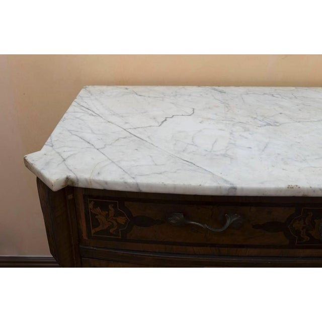 18th Century Italian Walnut Veneered Commode With White Marble Top For Sale - Image 9 of 11