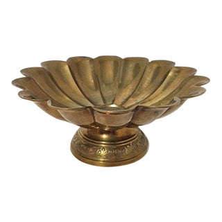 1960s Art Deco / Boho Chic Floral Etched Scalloped Brass Bowl For Sale