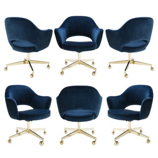 Saarinen Executive Arm Chair in Navy Velvet, Swivel Base, 24k Gold Edition - Set of 6 For Sale