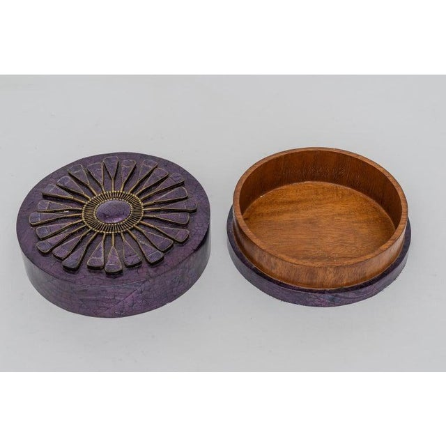 Shell Aubergine Pen Shell Box by R & Y Agousti Paris 1990s For Sale - Image 7 of 9