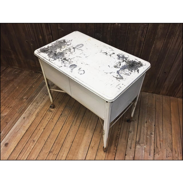 Vintage White Double Basin Metal Wash Tub with Stand - Image 4 of 11