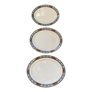 Early 20th Century English White, Red and Black Nesting Platters With Stavros Pattern - Set of 3 For Sale