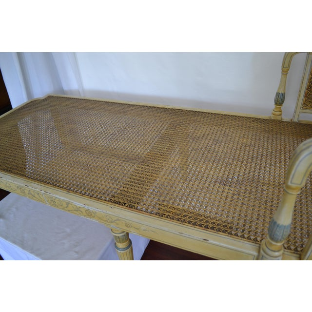 1905 Neoclassical Adams Painted Caned Chaise For Sale In Tampa - Image 6 of 10