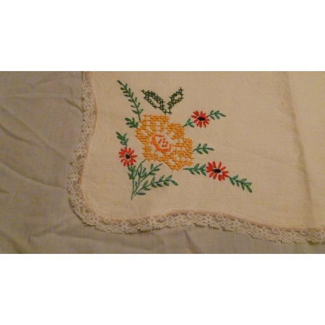 1940s Vintage Handmade Embroidery Linen Topper Runner Biscuit Bread Holder For Sale - Image 5 of 10