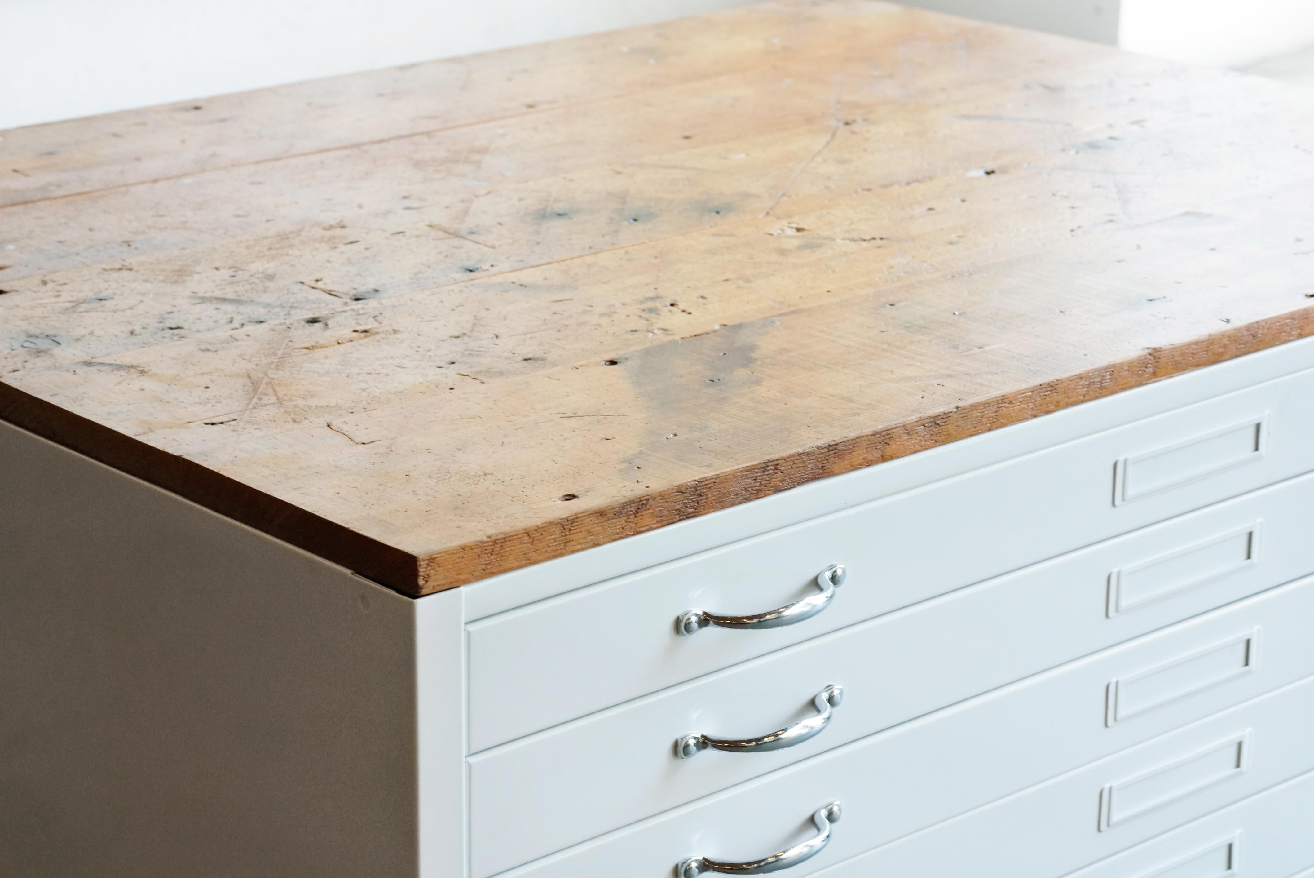 Flat File Coffee Table In High Gloss White With Reclaimed Wood For Sale    Image 4