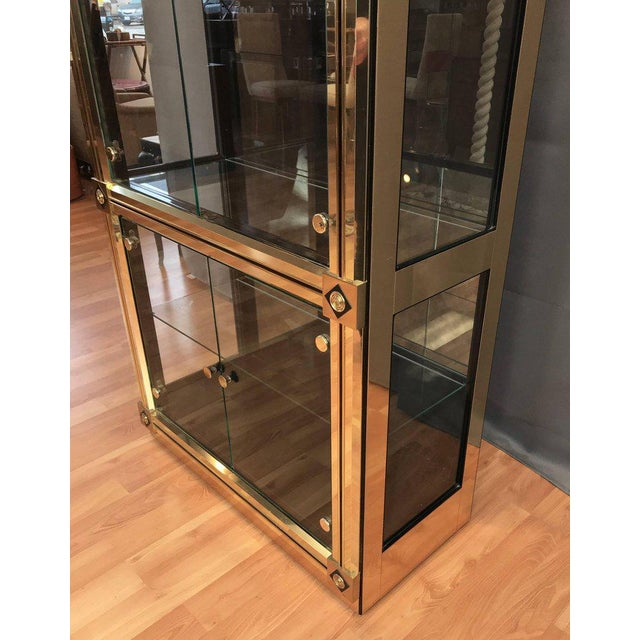 1970s 1970s Mid-Century Modern Mastercraft Towering Brass and Glass Vitrine For Sale - Image 5 of 11