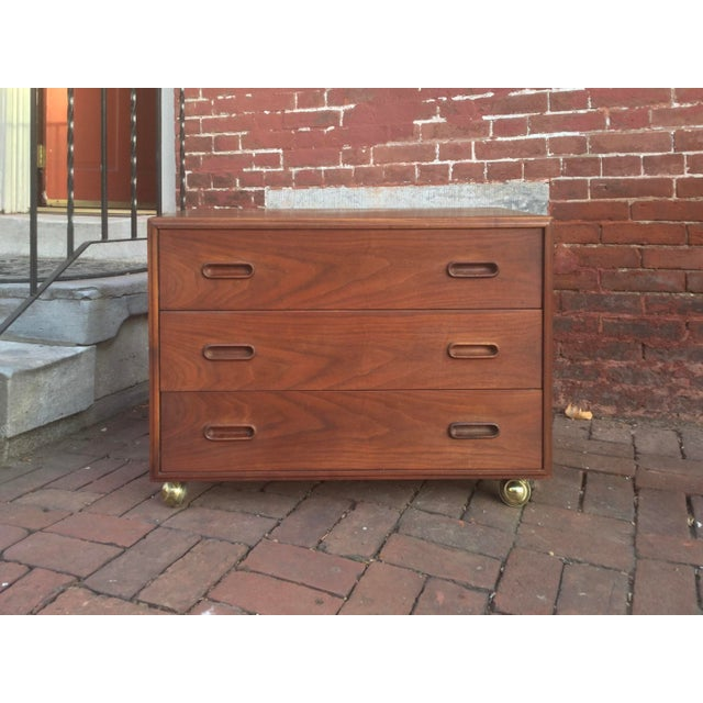 Brown 1960s Vintage Jack Cartwright for Founders Walnut Bachelor's Chest For Sale - Image 8 of 8