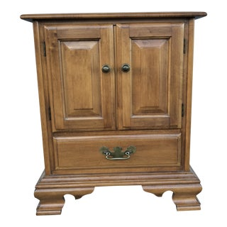 1990s Traditional Roger Conant Maple Wood Night Stand For Sale