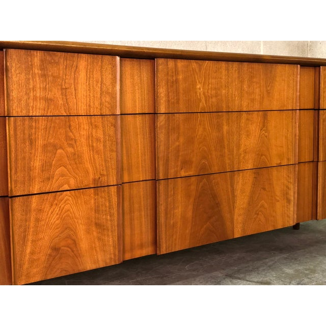 -MANUFACTURE: Drexel Parallel -IN THE STYLE OF: Mid-Century Modern -DATE OF MANUFACTURE: Early 1960's -MATERIALS: Wood...