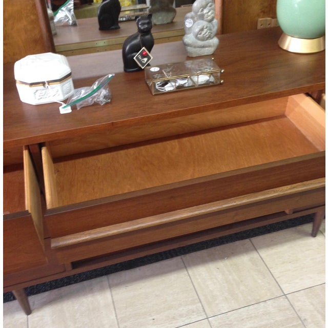 Bassett Mid-Century Dresser with Mirror - Image 9 of 10