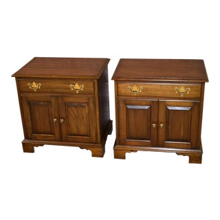 1970s Traditional Pennsylvania House Solid Cherry Nightstands - a Pair For Sale