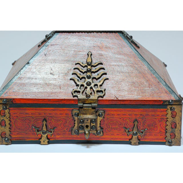 Large Decorative Indian Jewelry Box With Brass, Kerala Nettur Petti For Sale In Los Angeles - Image 6 of 13