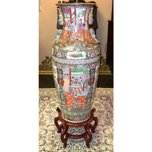 20c Chinese Cantonese Rose Medallion Famille Rose Gilted Floor Vase For Sale - Image 12 of 12