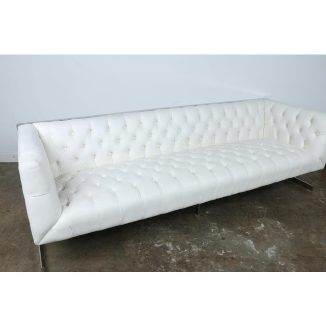 Modern Style White Chesterfield Sofa - Image 4 of 10