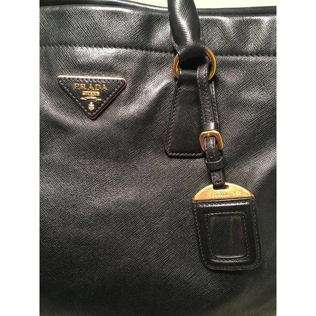 2000 - 2009 Prada Black Leather Saffiano Top Handle Tote Shoulder Bag For Sale - Image 5 of 11