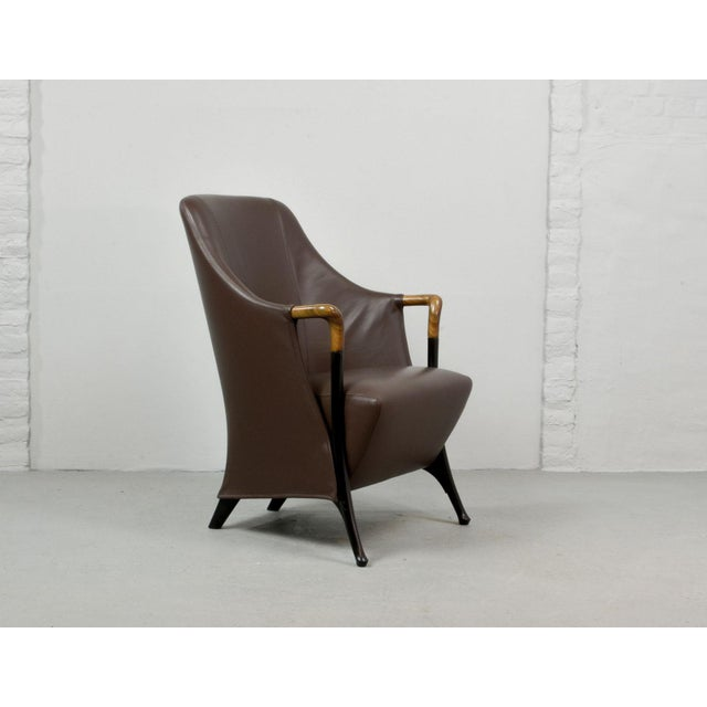 This high quality lounge club chair 'Progetti' by first class furniture manufacturer Giorgetti Italia is ingeniously...