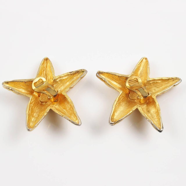 1980s Christian Lacroix Paris Oversized Gilt Metal Starfish Clip on Earrings For Sale - Image 5 of 7