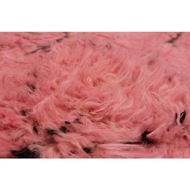 Moroccan Arya Doyle Pink/Black Wool Rug -7'9 X 10'4 - Image 2 of 8